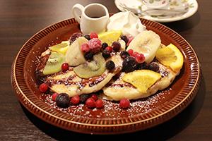 石井店フルーツとチョコレートのパンケーキ